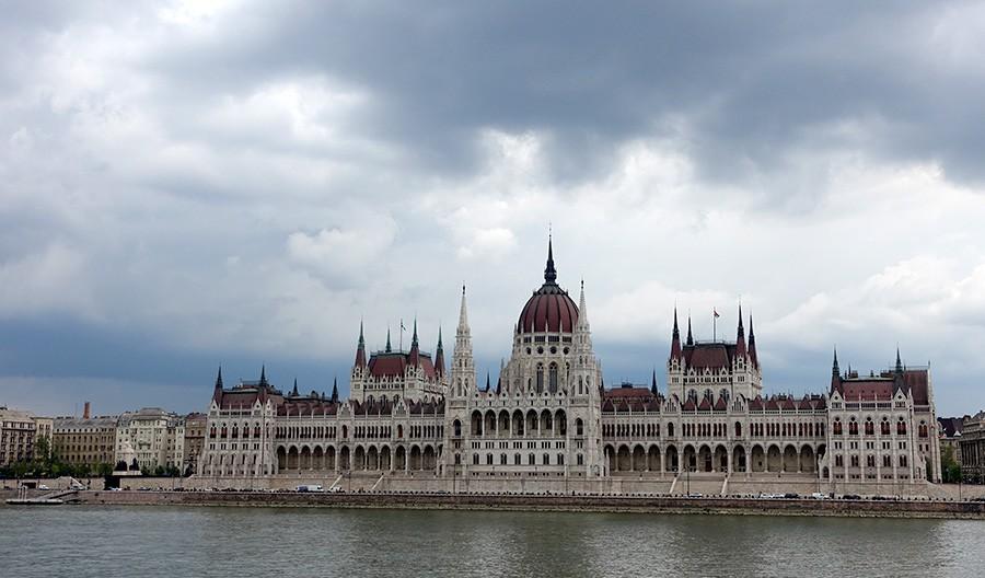 Le-Parlement