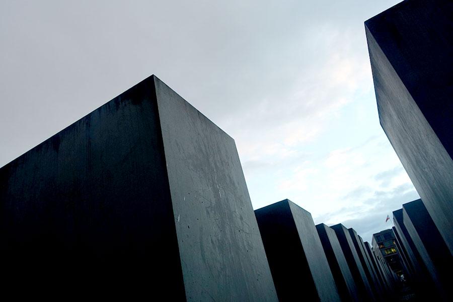 memorial-holo