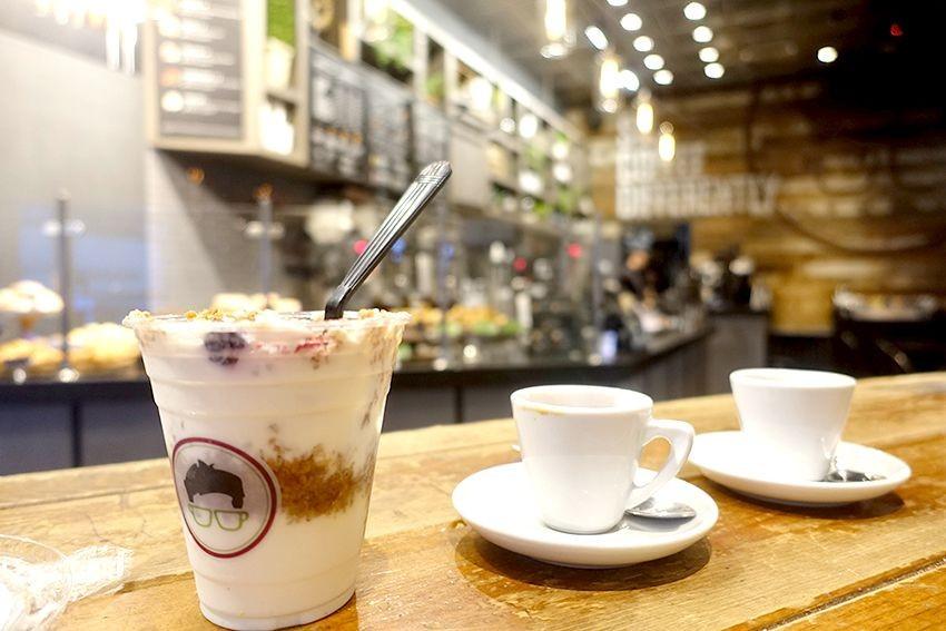 West East café datant