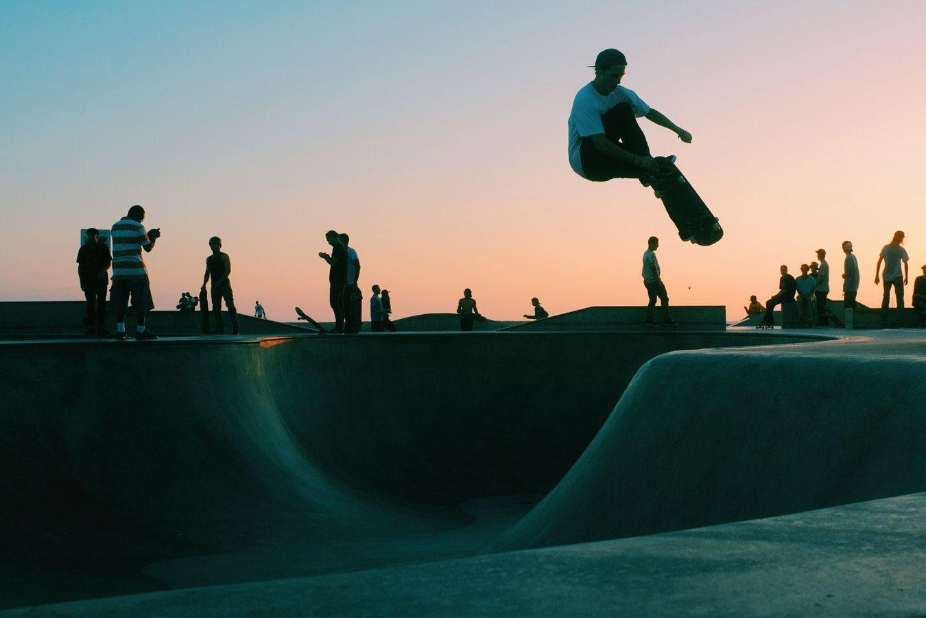 Skate et couché de soleil