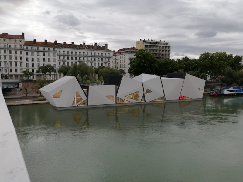Théâtre flottant sur le Rhône